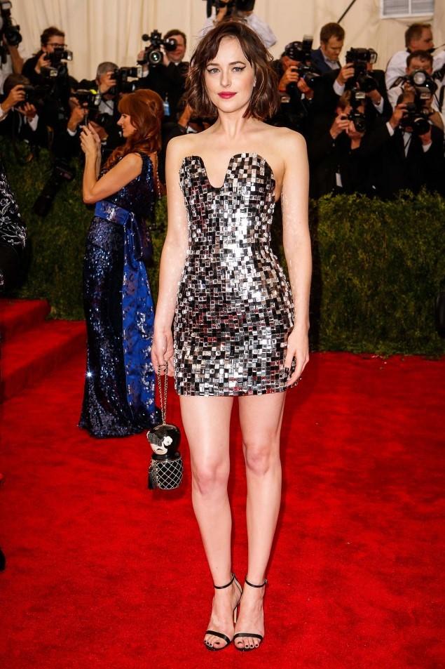 Dakota Johnson, in Chanel Haute Couture