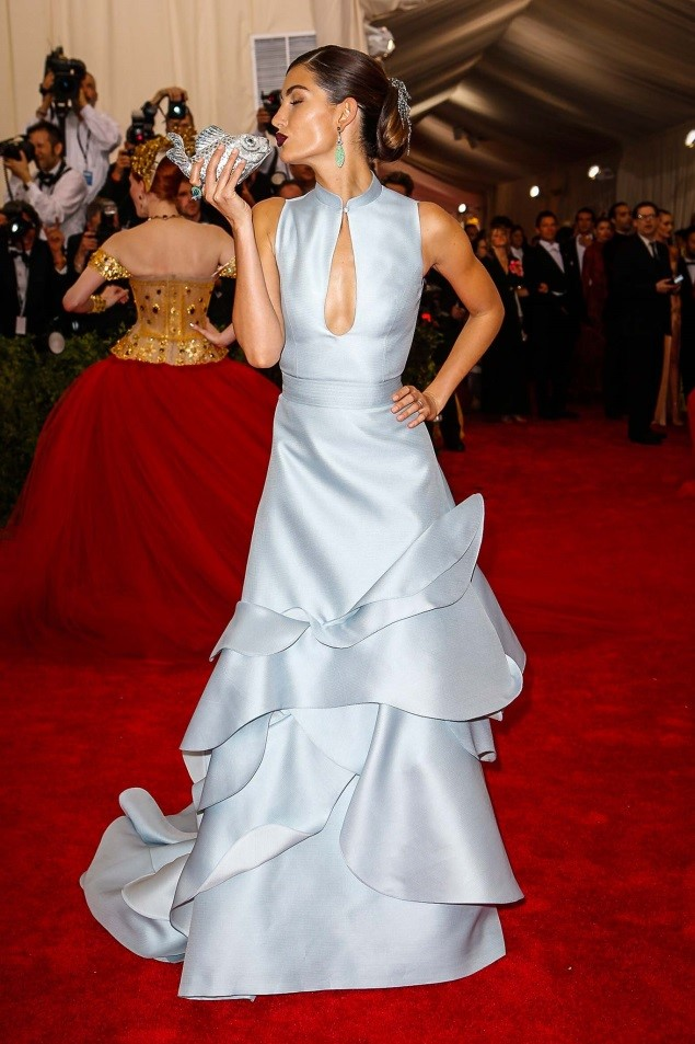 Lily Aldridge, in Carolina Herrera