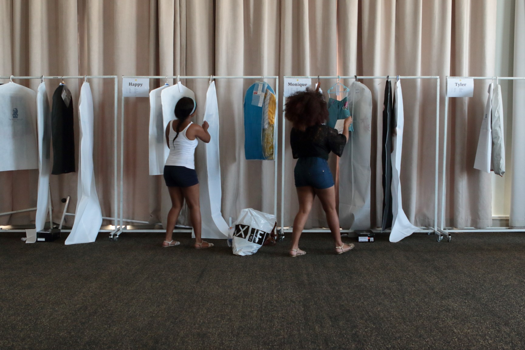 Gap Year : backstage fashion show