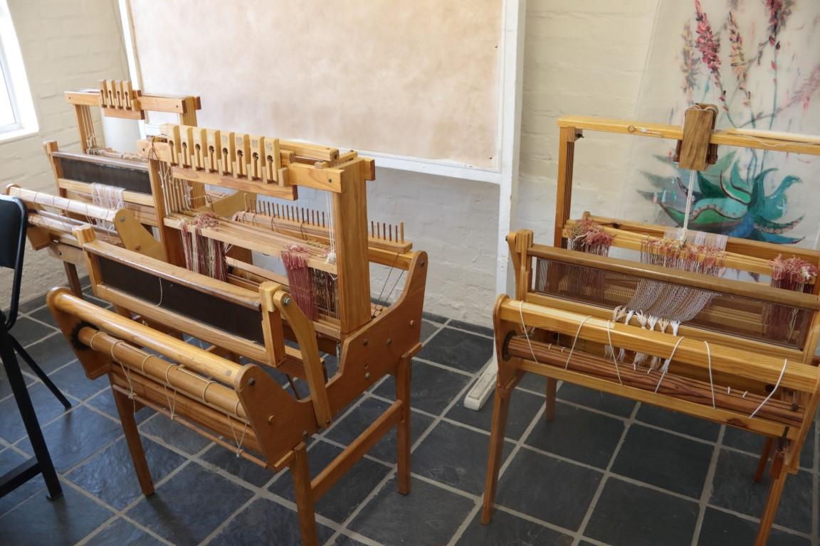 Gap Year : Weaving looms
